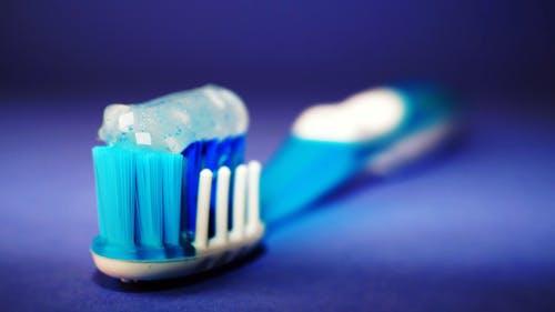 8 Mix Ways to stop bleeding gums