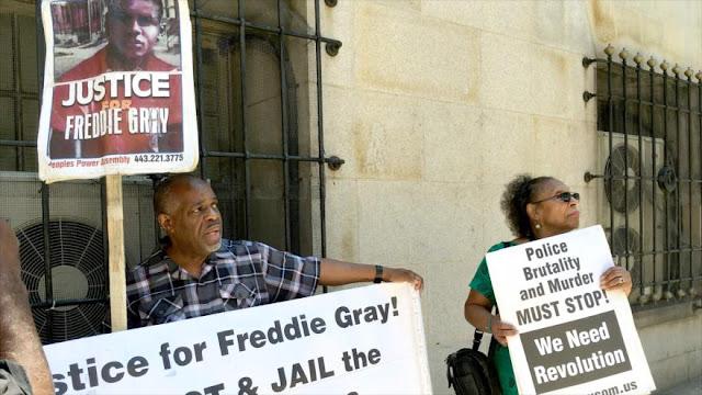 La justicia de EEUU retira los cargos a los policías acusados de la muerte de Freddie Gray