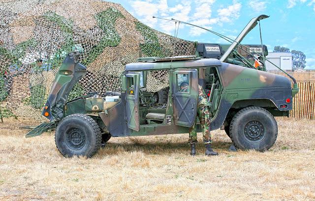 soldier loading up humvee