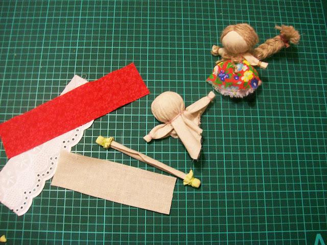 народная кукла на счастье мастер - класс от Насти: делаем куколке ножки и обувь