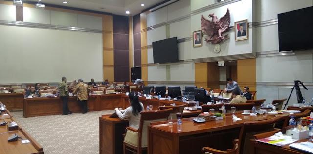 """Hiburan"""" Dangdut Jelang Penetapan Lima Pimpinan KPK"""