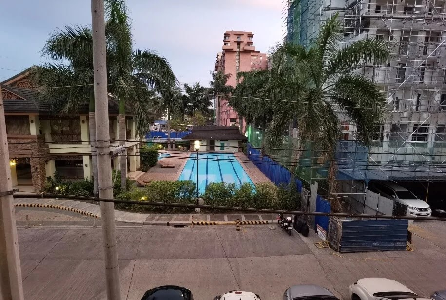 Huawei P40 Pro Camera Sample - Pool, Ultra-Wide