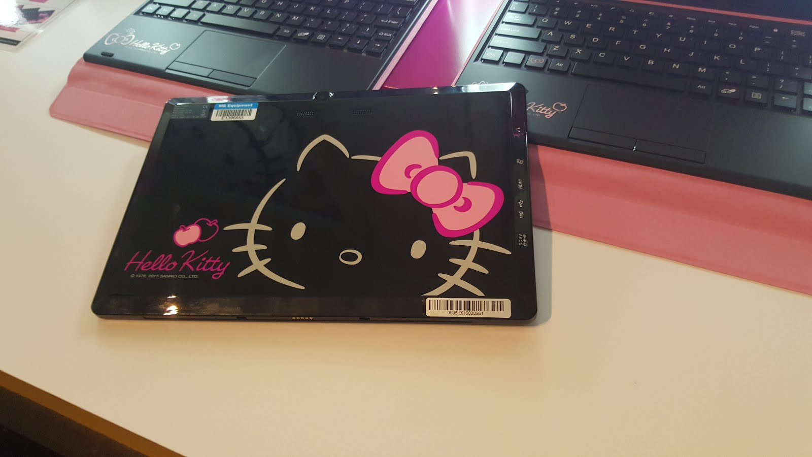 90d2440a6 The Grace 10 Light tablet also sports a series of limited edition Hello  Kitty wallpapers specially crafted for this product, as well as unique Hello  Kitty ...