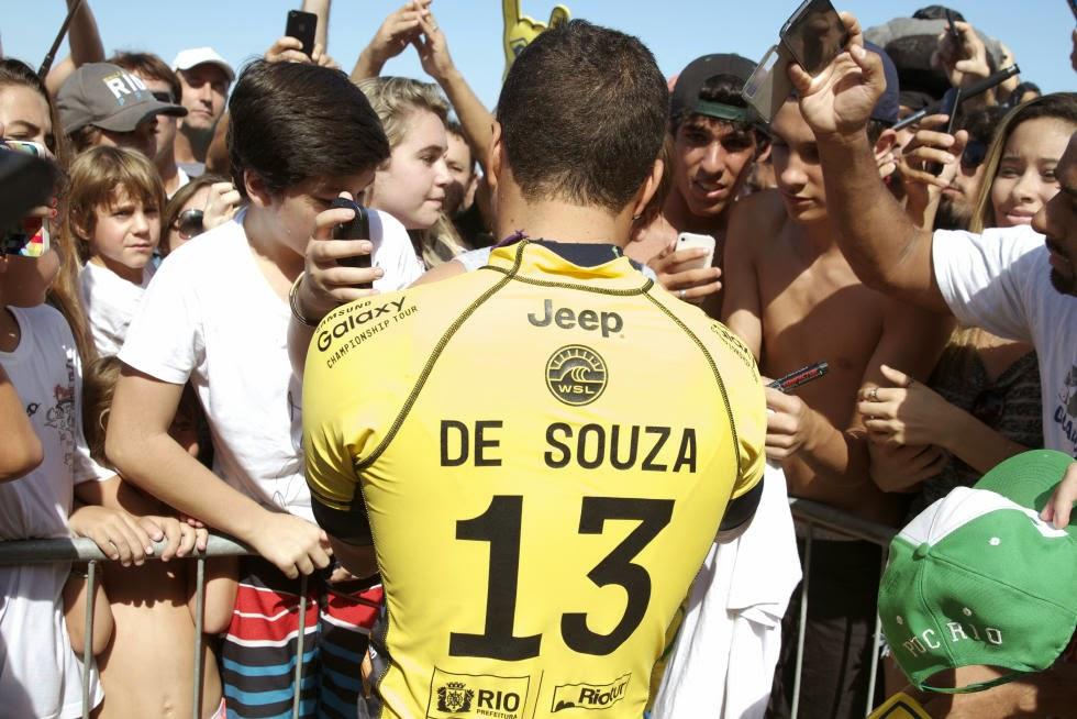 3 Adriano de Souza Oi Rio Pro 2015 Fotos WSL  Daniel Smorigo