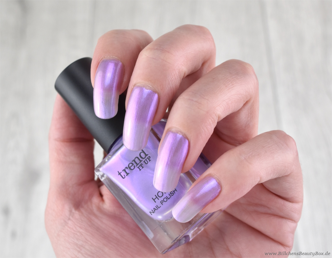 trend IT UP neues Sortiment Frühling und Sommer 2018 - Holo Nail Polish 050 - Swatch - Tragebild