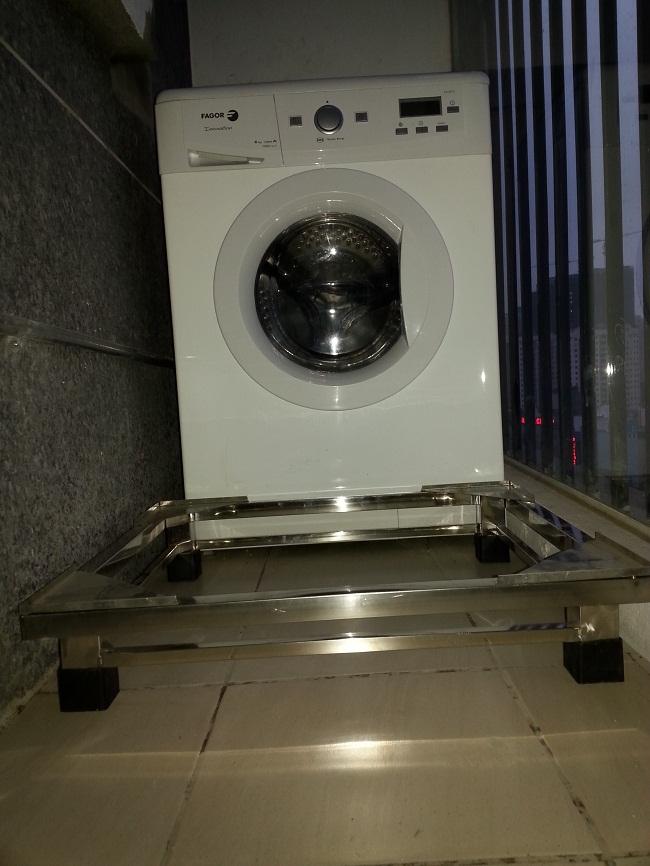 Bán chân kệ máy giặt inox tại Hà Nội