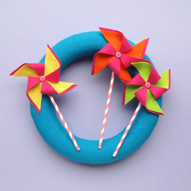 Summer Felt Pinwheels Wreath Tutorial