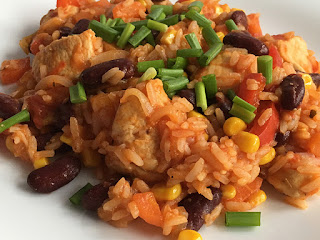 Pierś kurczaka z ryżem i fasolą na obiad