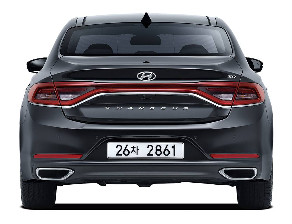 hyundai 39 s all new 2017 azera grandeur launches in korea carscoops. Black Bedroom Furniture Sets. Home Design Ideas
