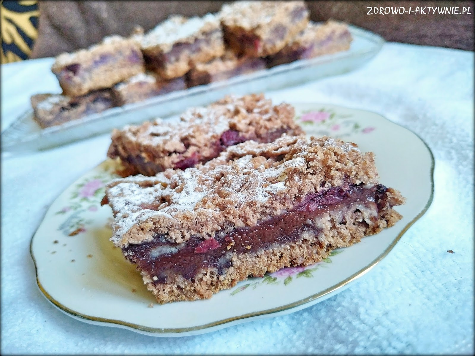 Kruche czekoladowe ciasto z wiśnią