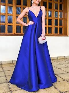vestido azul electrico largo, escote en pico y tirantes de Elegrina