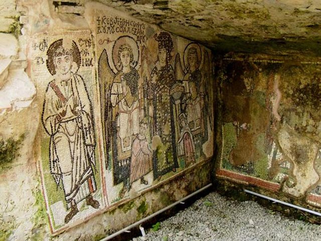 Byzantine fresco in Dyrrachium byzantium.filminspector.com