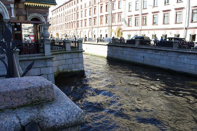 Сужение канала Грибоедова для строительства Спаса на Крови