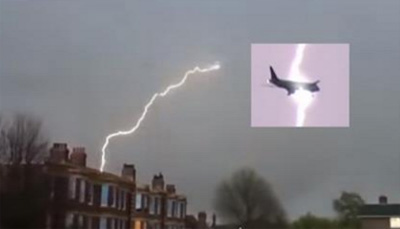 Lightning appears to strike Heathrow bound plane
