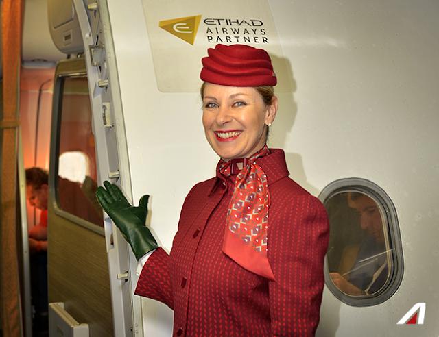 alitalia hostess volo nuova divisa rossa