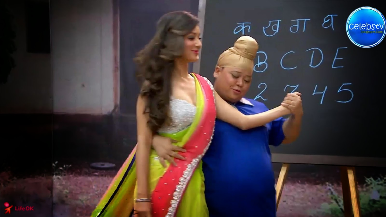 Pooja Bose Very Hot Sexy Bouncing Boobs, Navel Show -5290