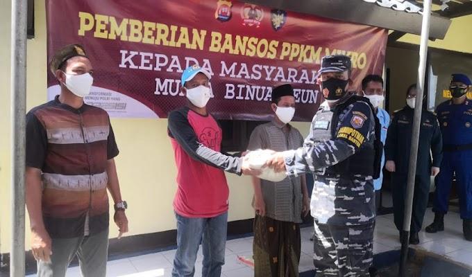 Ditpolairud Polda Banten Bagikan 1 Ton Beras kepada Masyarakat Pesisir Binuangeun yang Terdampak Covid-19