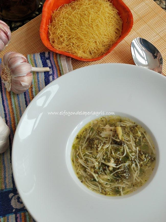 Sopa de Brócoli con fideos