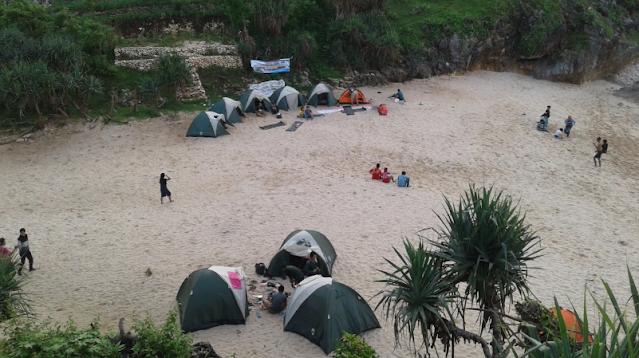 camping-di-pantai-ngeden