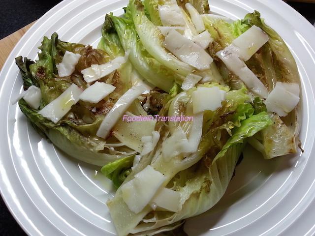 Lattuga grigliata con formaggio di capra - Grilled lettuce with goat's cheese