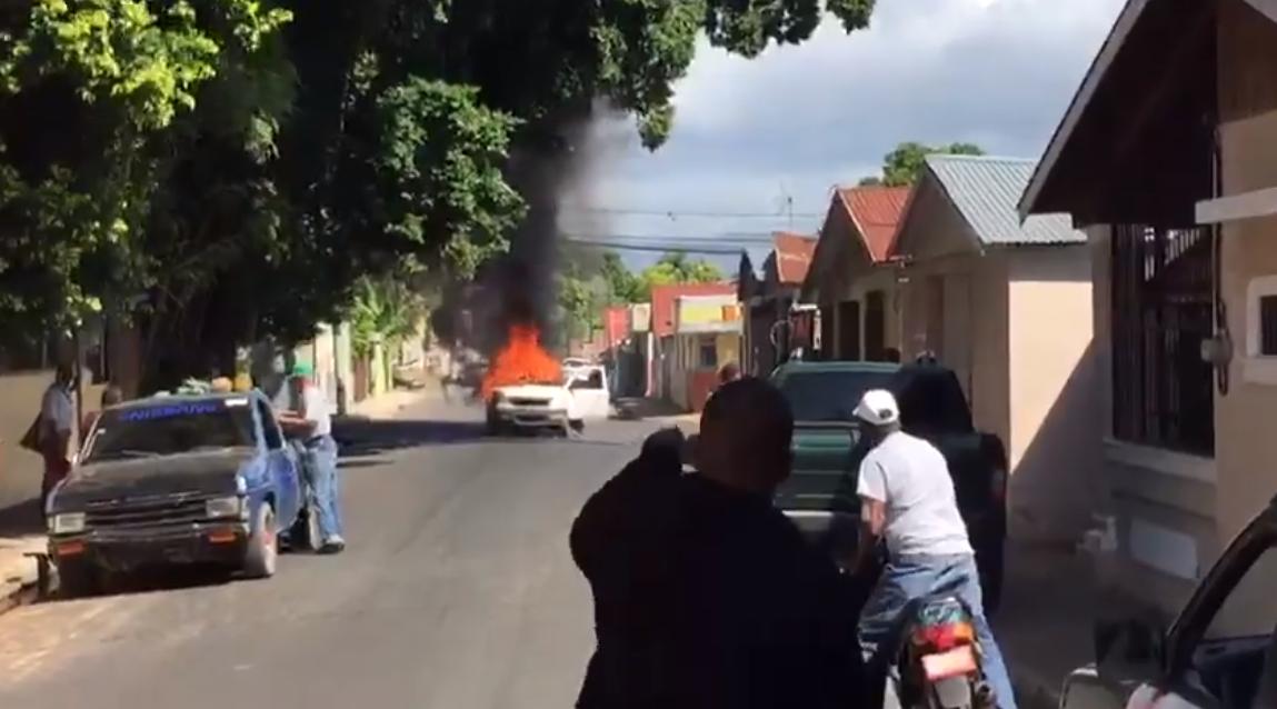 Vehículo de gas se incendia en Mao