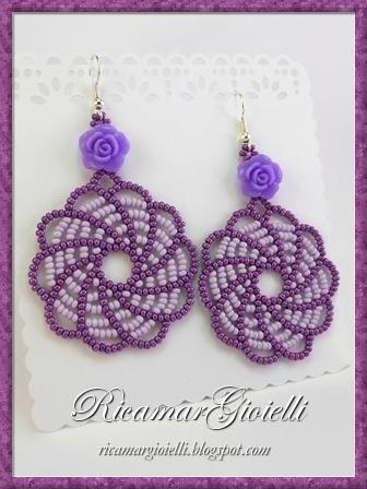 Orecchini in tessitura di perline a forma di trottola