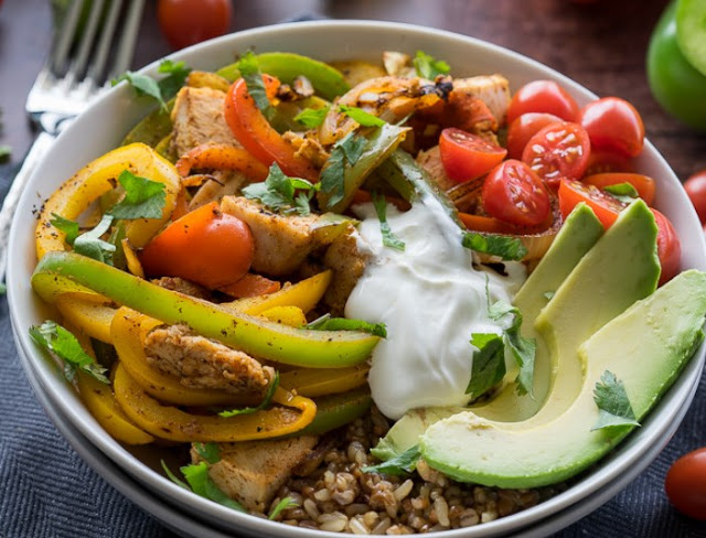 Sheet Pan Chicken Fajita Rice Bowls #dinner #chicken