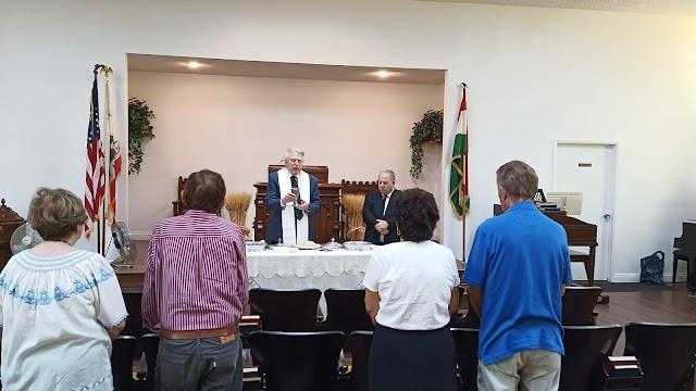 Úrvacsora Rev. John Varga vendéglelkész szolgálatával és 56-os megemlékezés