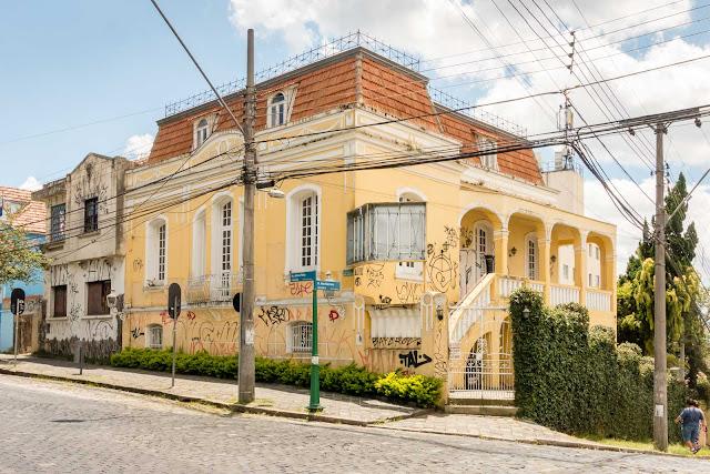 Casa na Avenida Jaime Reis, esquina com a Rua Almirante Barroso