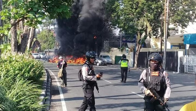 Saksi Bom GKI Surabaya: Pelaku Peluk Satpam dan Meledak