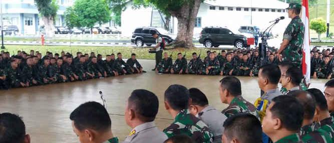 Pangdam XVI/Pattimura, Mayjen TNI Doni Monardo menerima 500 personel Satgas Pam Rahwan (Pengamanan Daerah Rawan) Maluku dan Maluku Utara dari Batalion 726/Tamalatea di bawah pimpinan Danyon 726 Letkol Inf Yuswanto.