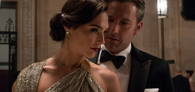 Ben Affleck (Bruce Wayne) și Gal Gadot (Diana Prince) în Batman V Superman: Dawn Of Justice