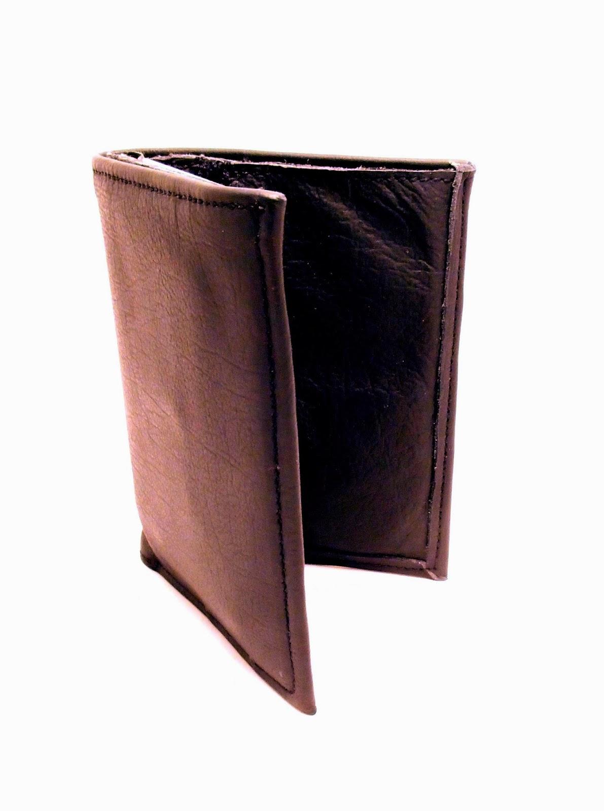 Vue semi-ouvert du porte feuille en cuir noir