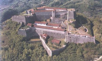 Se ti piacciono le fortezze e, sei nella zona di Alessandria,passa di qua.