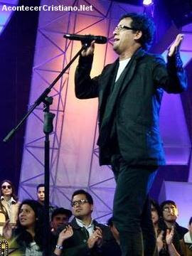 Wladimir Robles imita a Jesús Adrián Romero