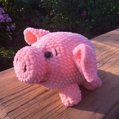 Вязаная свинка крючком