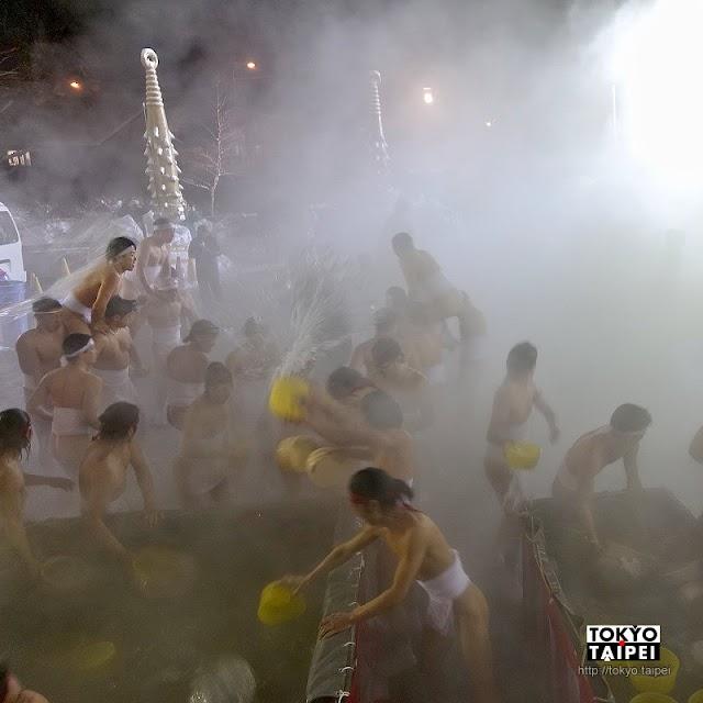 【登別溫泉湯祭】寒冬裡潑灑熱湯 在霧氣中祈願溫泉更燙更豐沛
