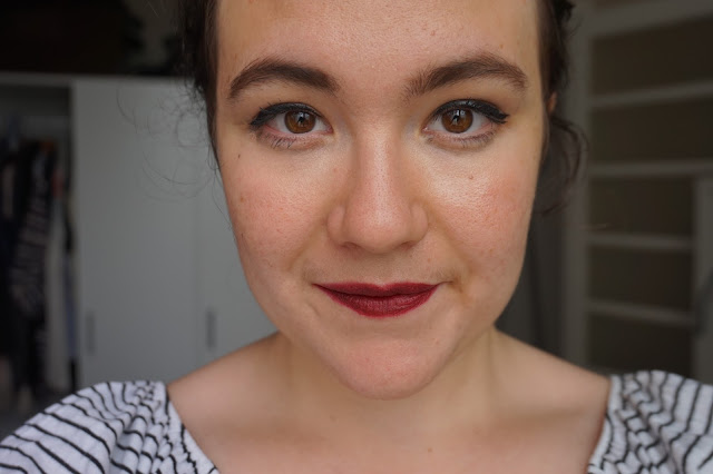 rouge_favoris_red_lipsticks_revue_avis_swatches_velvet_matte_318_burgundy_kiko
