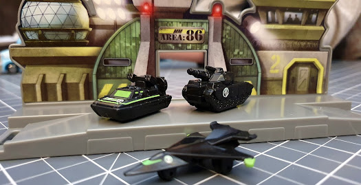 Micro Machines World Packs command centre with vehicles on platform