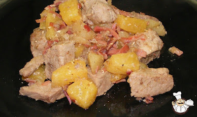 Bocconcini di maiale con ananas e mela.
