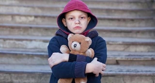 Работники магазина отогрели и накормили 12-летнего мальчика, а на следующий день он вернулся, чтобы отблагодарить