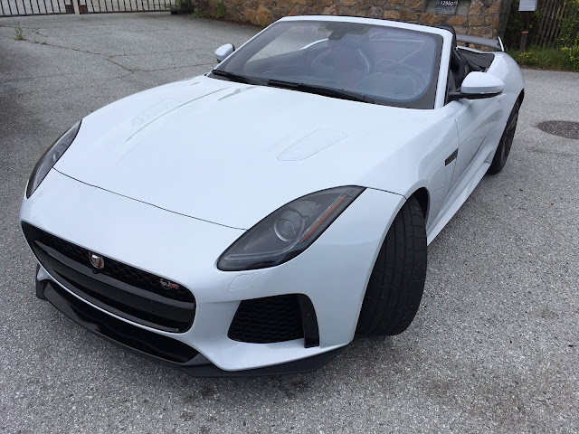 Front 3/4 view of 2017 Jaguar F-Type SVR