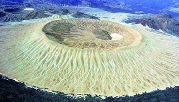 Pernah Lihat Kawah Gunung Berapi di Saudi? Begini Penampakannya