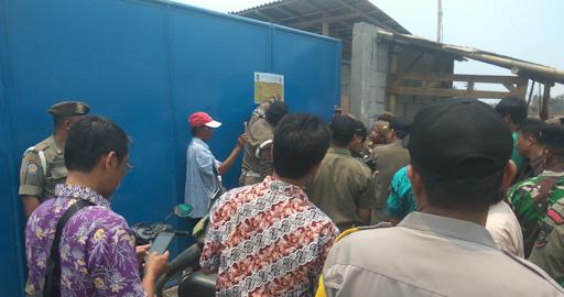 Pabrik Peleburan Timah Di Desa Sukawali Di Segel Pol PP Kabupaten Tangerang