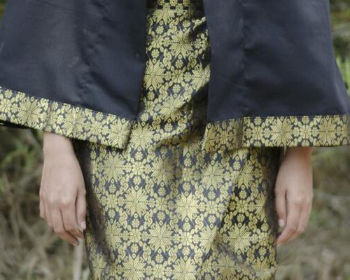 Tinuku Kukaind studio presenting Poncho Kerinci works integrate woven ethnic style Palembang Songket