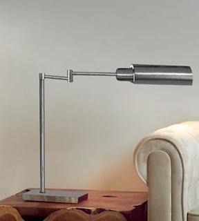 Lampara sobre mesa estilo actual metalica
