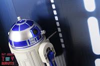 S.H. Figuarts R2-D2 37