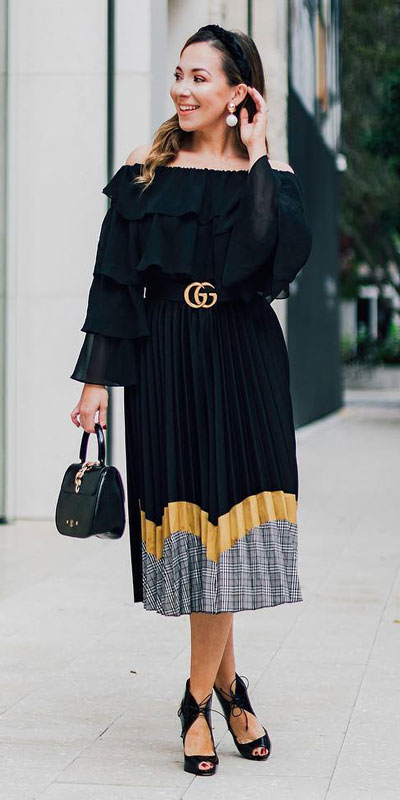 27 Adorable Fall Date Night Outfits Guaranteed to Impress. 27 Stylish Fall Outfits to Wear On Your Next Date, from Casual to Fancy. Fall Fashion via higiggle.com | skirt outfits | #falloutfits #dateoutfits #datenight #skirt