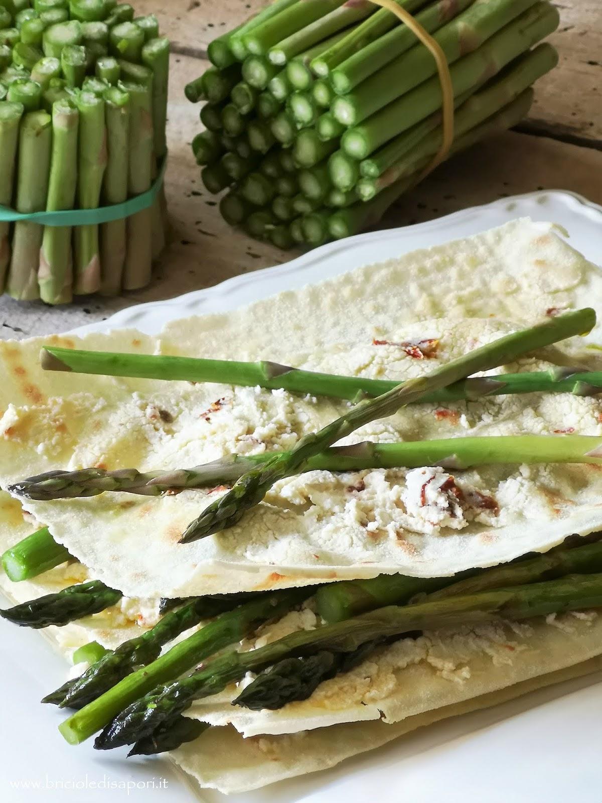 lasagne di carasau con asparagina guanciale robiola e pomodori secchi