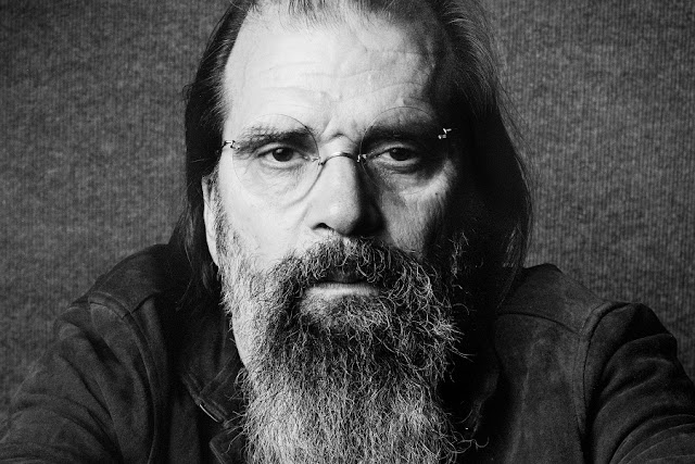 Steve Earle & the Dukes' 'Ghosts of West Virginia' recientemente lanzado.